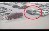 Неудачная  парковка старика