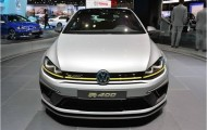 Горячий хетчбэк VW Golf R400