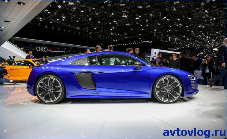 2016-Audi-R8-e-tron-204-876x535