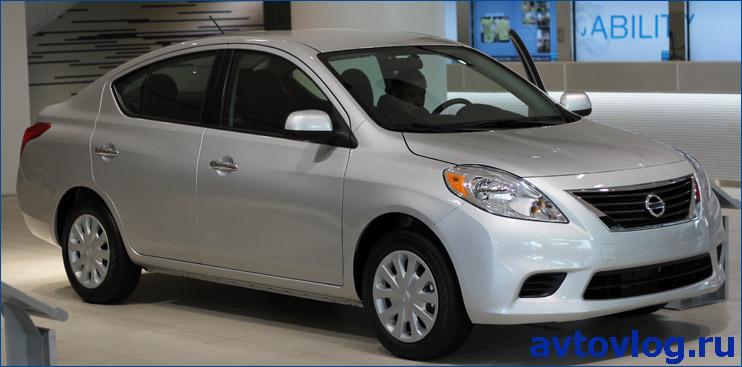 Nissan_Versa_Sedan_N17_1