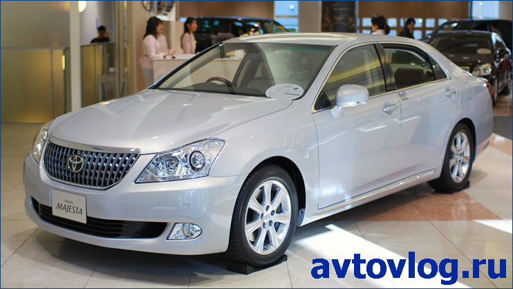 2009_Toyota_Crown-Majesta_01