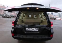 Большой внедорожник Toyota Land Cruiser 200